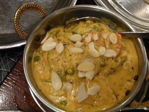 Pollo korma servido en un restaurante indio (flickr.com)
