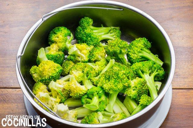 Brócoli con bacon y nueces (cocción vapor)