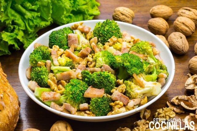 Brócoli con bacon y nueces
