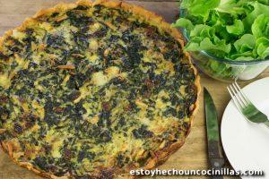 Quiche de espinacas, pasas, piñones y queso azul