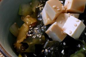 Receta de ensalada japonesa de algas wakame y pepino