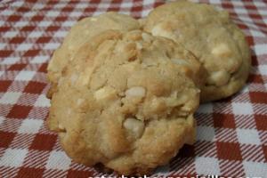 Cómo hacer galletas con nueces de macadamia y chocolate blanco
