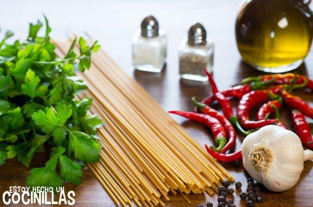 Espaguetis con ajo, aceite y guindilla (ingredientes)