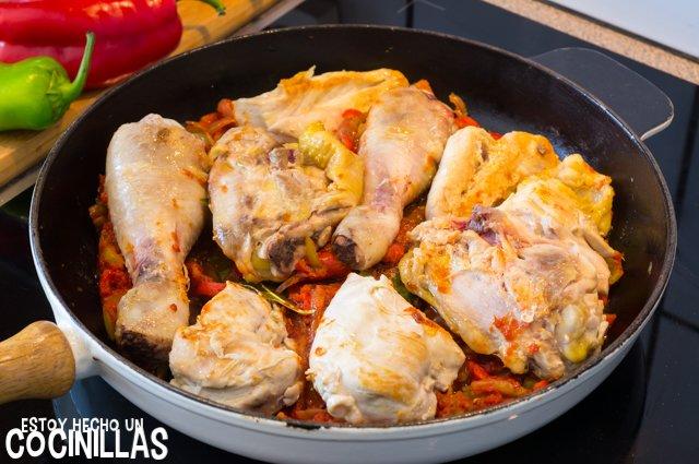 Pollo al chilindrón (sartén)