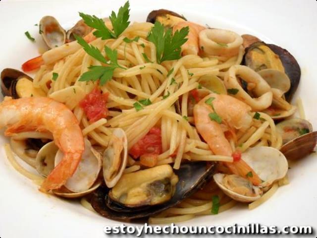 espaguetis con marisco (spaghetti frutti di mare)