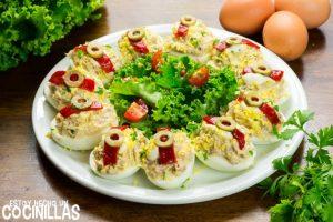 Huevos rellenos de atún