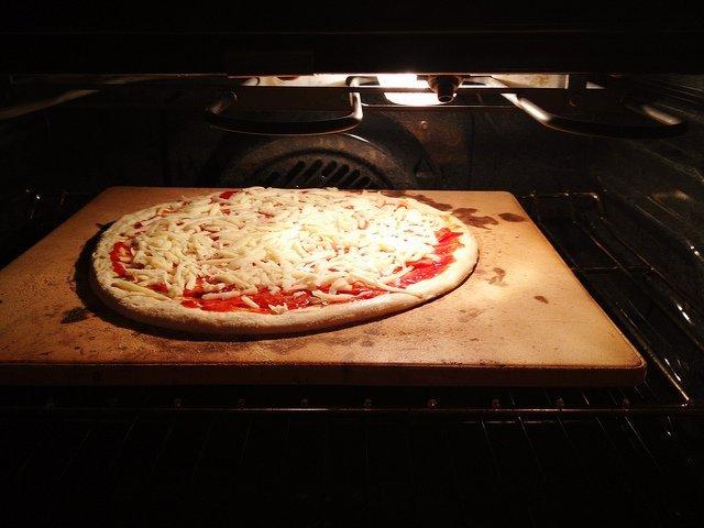 Como cocinar una prepizza en el horno