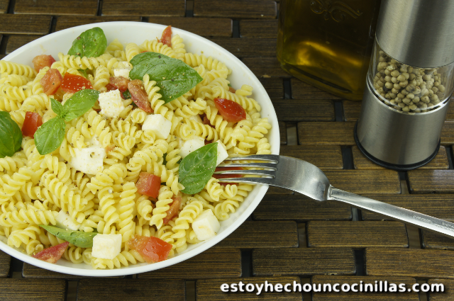 Pasta alla Checca (mozzarella, tomates y albahaca)