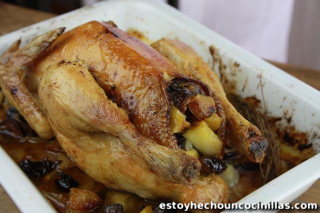 Pollo asado relleno de manzanas y ciruelas for Cocinar un pollo entero