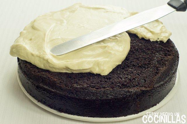 Tarta Guinness (decorar con la cobertura de queso crema)