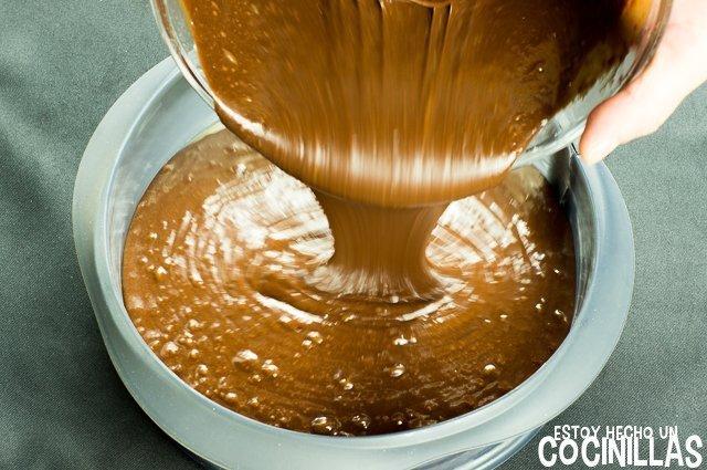 Tarta Guinness (trasnferir la mezcla dentro del molde)