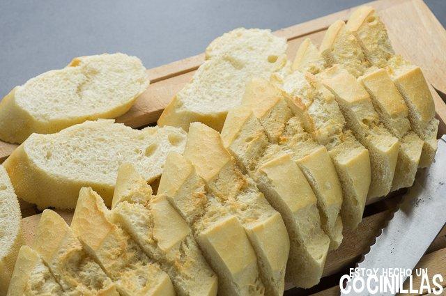 Torrijas de leche con azúcar y canela (cortar pan)
