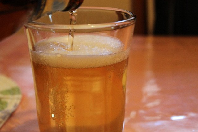 Pollo ala cerveza (cerveza)