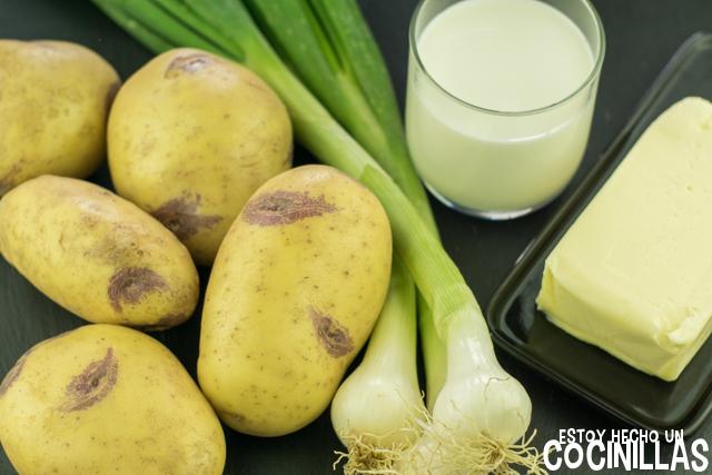 Ingrédientes para preparar champ (puré de patatas irlandés)