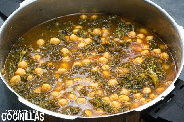 Cómo hacer garbanzos con kale
