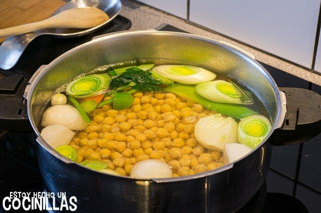 Garbanzos con kale (cocción)