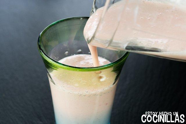 Receta de batido de yogur, plátano y fresas (o smoothie cremoso de plátano y fresa)