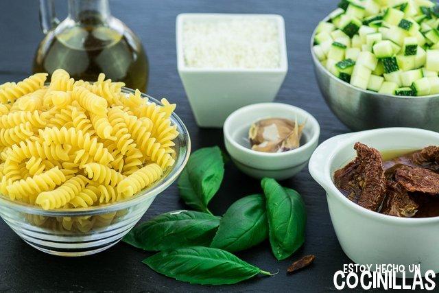 Pasta con calabacín y tomate seco (ingredientes)