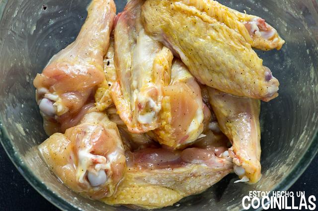 Alitas de pollo marinadas con miel