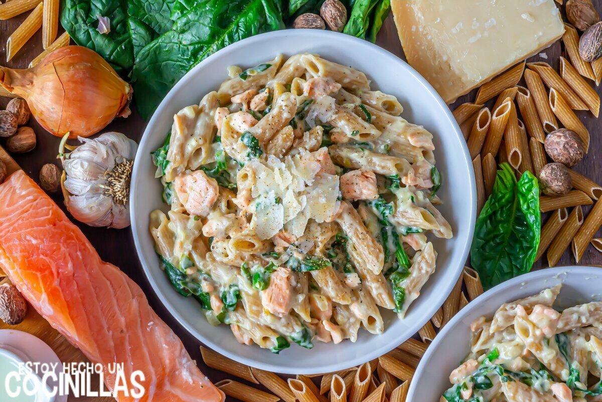 Cómo hacer macarrones con salmón y espinacas