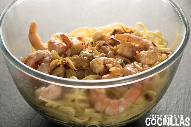 Espaguetis con gambas (añadir la salsa)