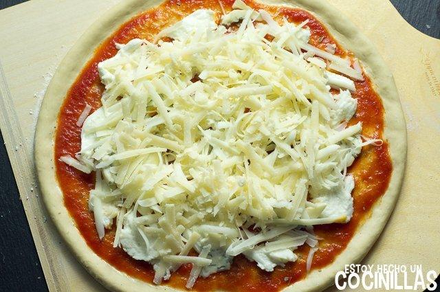 Pizza cuatro quesos (parfmesano)