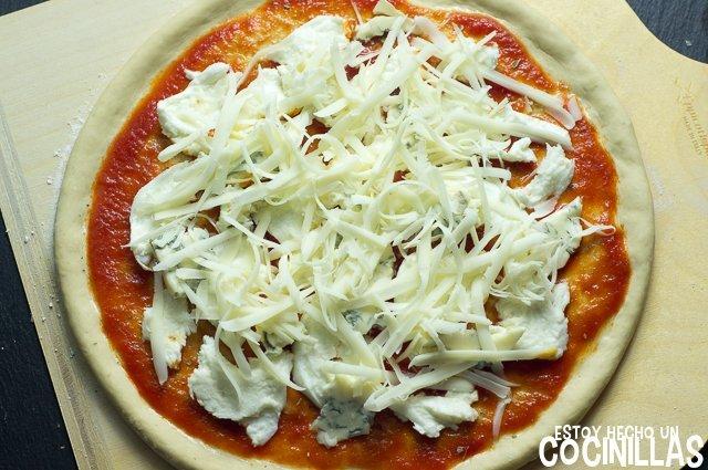 Pizza cuatro quesos (provolone)