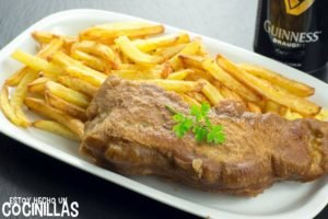 Fisch and chips con rebozado Guinness