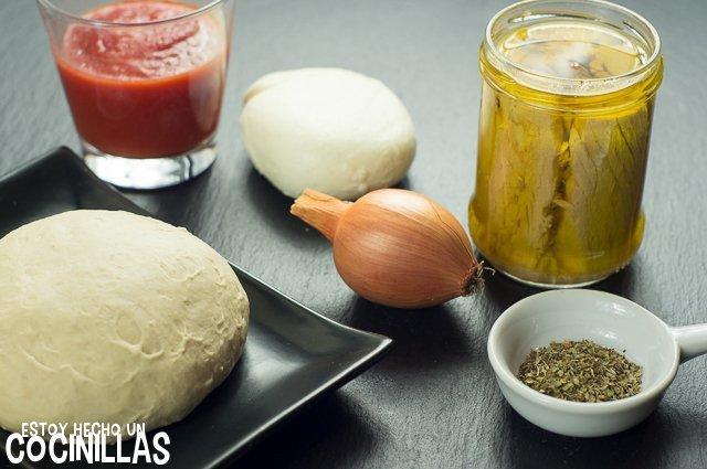 Pizza de taún y cebolla (ingredientes)