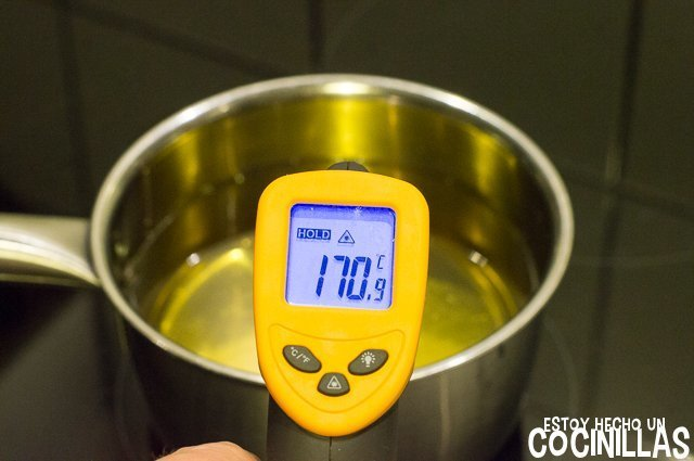 Croquetas de merluza (calentar aceite)