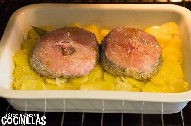 Merluza al horno con patatas panaderas (horno)