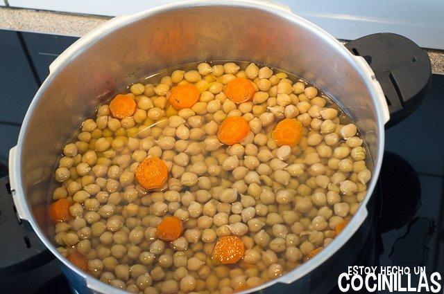 Potaje de garbanzos con acelgas (retirar verduras)