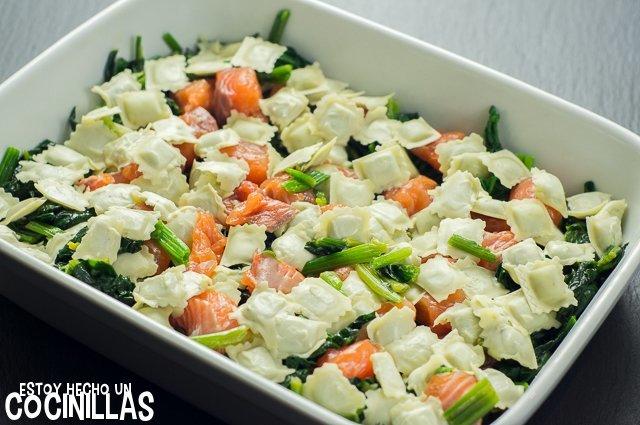 Ravioles gratinados con salmón y espinacas (fuente)