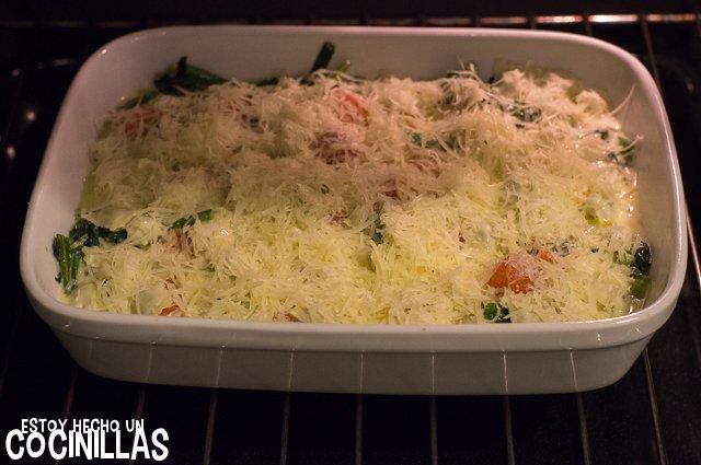Ravioles gratinados con salmón y espinacas (horno)