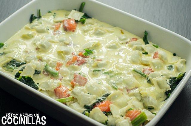 Ravioles gratinados con salmón y espinacas (nata y huevo)