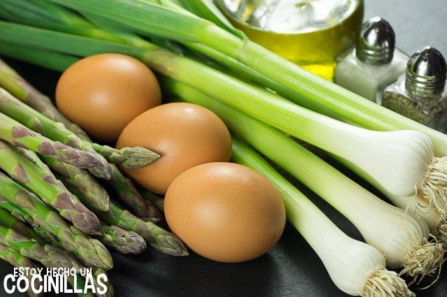 Revuelto de ajos tiernos y espárragos (ingredientes)