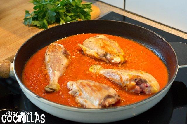 Pollo con tomate (reincorporar el pollo)