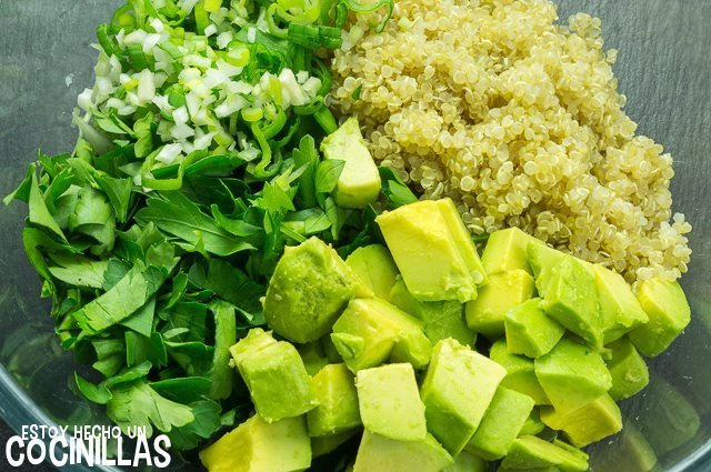 Tabulé de quinoa y aguacate (bol)