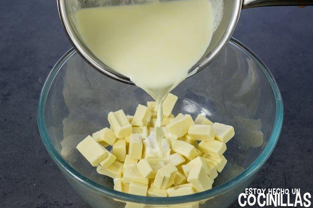 Ganache de chocolate blanco (verter nata)