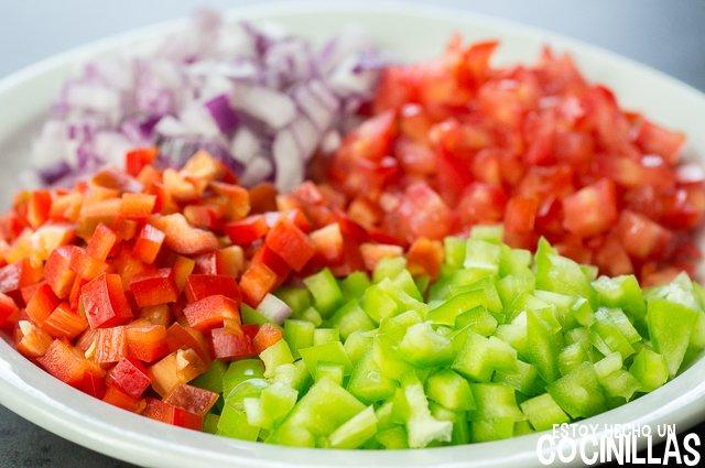 Mejillones a la vinagreta (corte de las verduras)