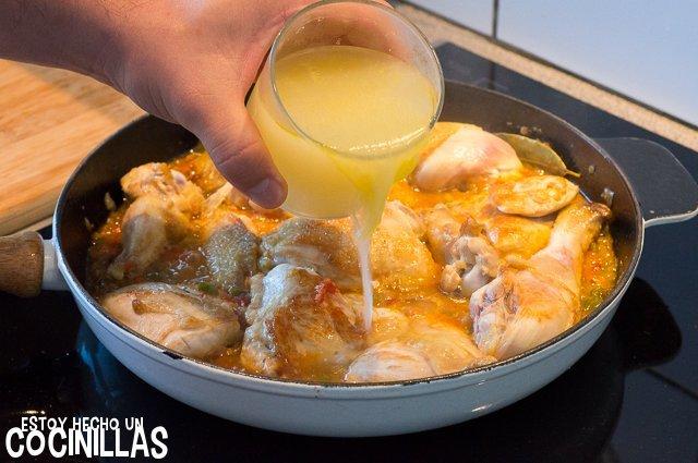 Pollo en salsa (incorporar caldo)