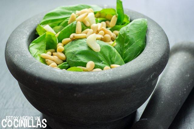 Salsa pesto (piñones)