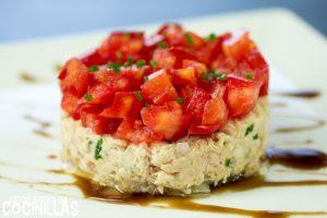 Tartar de tomate con rillettes de atún