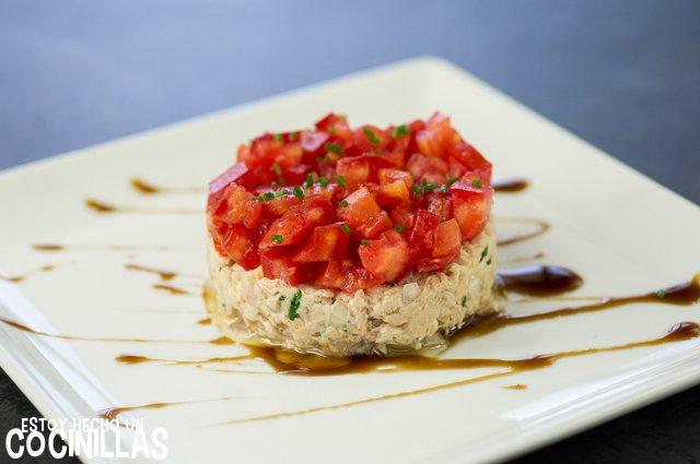 Tartar de tomate con rillettes de atún (plato)