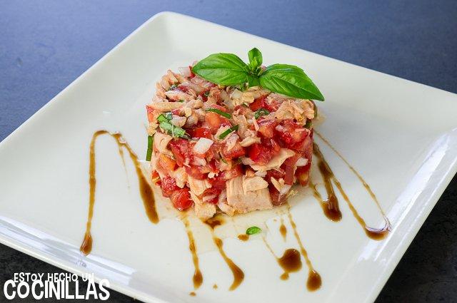 Tartar de tomate y atún (emplatado)
