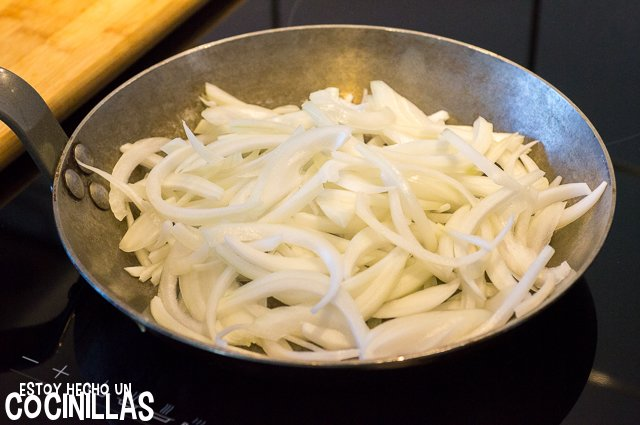 Tortilla de cebolla (pochar la cebolla)