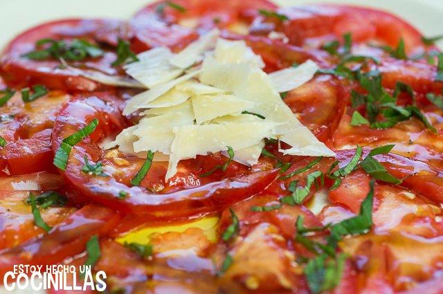 Carpaccio de tomate (parmesano)