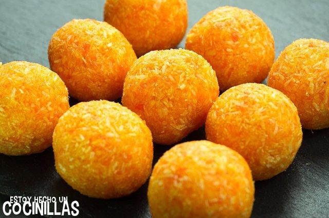 Bolitas de zanahoria y coco (formar bolas)