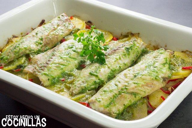 Caballa al horno con patatas y pimientos