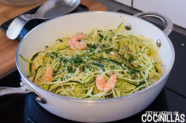 Espaguetis de calabacín con gambas (saltear)